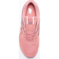 New Balance - Buty WL697CM. Czerwone buty sportowe damskie marki New Balance, z gumy. W wyprzedaży za 329,90 zł.