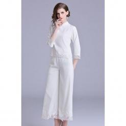 2-częściowy zestaw w kolorze białym - bluzka, spodnie. Białe bluzki nietoperze Zeraco, ze stójką. W wyprzedaży za 419,95 zł.