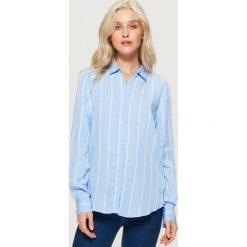 Koszula w pionowe pasy - Niebieski. Niebieskie koszule damskie marki Cropp, l. W wyprzedaży za 39,99 zł.
