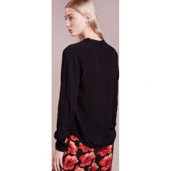 Bruuns Bazaar LIVA TOP Bluzka black. Czarne bluzki damskie Bruuns Bazaar, z materiału. Za 469,00 zł.
