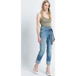 Pepe Jeans - Jeansy betty bowtie. Niebieskie jeansy damskie marki Pepe Jeans, z aplikacjami, z bawełny, z podwyższonym stanem. W wyprzedaży za 269,90 zł.