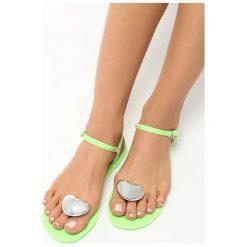 Zielone Sandały Twinkle. Zielone sandały damskie marki Born2be, z kauczuku, na obcasie. Za 29,99 zł.