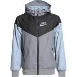 Nike Performance Kurtka do biegania dark stucco/sequoia/light pumice/dark stucco. Niebieskie kurtki chłopięce sportowe marki bonprix, z kapturem. Za 259,00 zł.