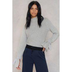 Rut&Circle Sweter z wiązaniami Vera - Grey. Zielone golfy damskie marki Emilie Briting x NA-KD, l. Za 121,95 zł.