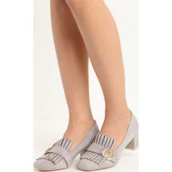 Szare Czółenka Nigella. Szare buty ślubne damskie Born2be, z aplikacjami, ze skóry, na niskim obcasie, na słupku. Za 59,99 zł.