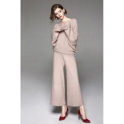 Swetry damskie: 2-częściowy zestaw w kolorze brzoskwiniowym – sweter, spodnie