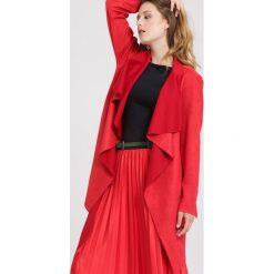 Czerwony Płaszcz Recall It. Czerwone płaszcze damskie zimowe marki Cropp, l. Za 89,99 zł.