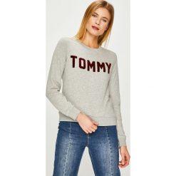 Tommy Hilfiger - Bluza. Szare bluzy damskie TOMMY HILFIGER, l, z aplikacjami, z bawełny, bez kaptura. Za 449,90 zł.