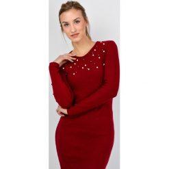 Sukienki: Sukienka z perełkami na dekolcie