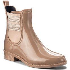 Kalosze TOMMY HILFIGER - Chelsea Rain Boot Striped FW0FW02817 Mahogany Rose 634. Czerwone buty zimowe damskie TOMMY HILFIGER, z materiału. W wyprzedaży za 229,00 zł.