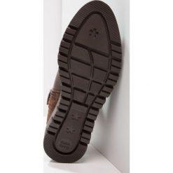 Gioseppo Botki chocolate. Brązowe botki damskie na zamek Gioseppo, z materiału. W wyprzedaży za 237,30 zł.