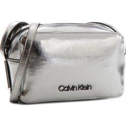 Torebka CALVIN KLEIN - Frame Camera Bag M K60K604398 910. Szare listonoszki damskie marki Calvin Klein, ze skóry ekologicznej. Za 399,00 zł.