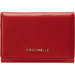 Coccinelle METALLIC SOFT Portfel coquelicot. Czarne portfele damskie marki Coccinelle. Za 349,00 zł.