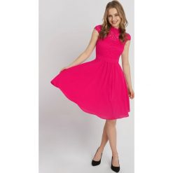 Sukienki: Rozkloszowana sukienka z koronką
