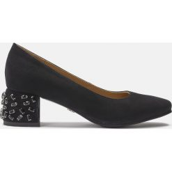 Czarne czółenka damskie. Czarne buty ślubne damskie marki Kazar, z nubiku, na wysokim obcasie, na obcasie. Za 499,00 zł.