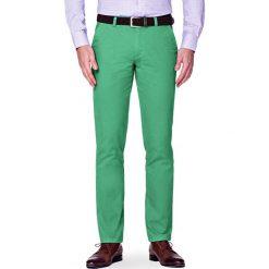 Spodnie J.Zielone Chino Soho. Zielone chinosy męskie marki LANCERTO, w kolorowe wzory, z bawełny. W wyprzedaży za 99,90 zł.