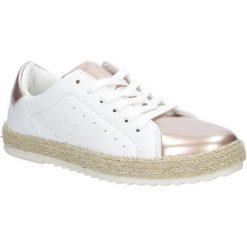 Białe buty sportowe espadryle sznurowane Casu R-227. Czarne buty sportowe damskie marki Casu. Za 39,99 zł.
