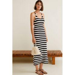 Mango - Sukienka Luckyr. Szare sukienki dzianinowe Mango, na co dzień, l, casualowe, z okrągłym kołnierzem, na ramiączkach, midi, dopasowane. W wyprzedaży za 89,90 zł.