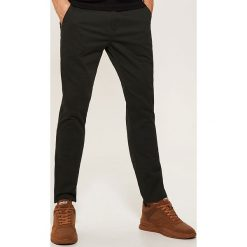 Spodnie typu chino - Khaki. Brązowe chinosy męskie House. Za 99,99 zł.