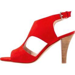 Minelli Sandały na obcasie coquelicot. Czerwone sandały damskie Minelli, z materiału, na obcasie. W wyprzedaży za 367,20 zł.