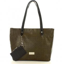 MONNARI Casualowa torebka na ramię zielony. Zielone torebki klasyczne damskie Monnari, ze skóry, zdobione, z breloczkiem. Za 159,00 zł.