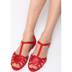 Czerwone Sandały Bad Dreams. Czerwone sandały trekkingowe damskie Born2be, z materiału, na obcasie. Za 59,99 zł.