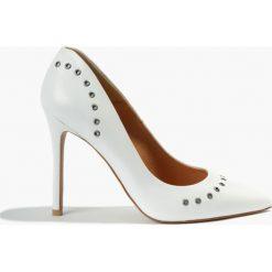 Czółenka białe. Białe buty ślubne damskie Badura. Za 299,99 zł.