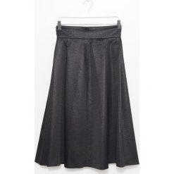 Spódnica. Czarne spódnice wieczorowe marki Simple, na jesień, z tkaniny, z podwyższonym stanem, rozkloszowane. Za 299,90 zł.