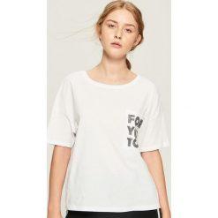 Bawełniany t-shirt z kieszenią - Biały. Białe t-shirty damskie marki Sinsay, l, z bawełny. Za 24,99 zł.