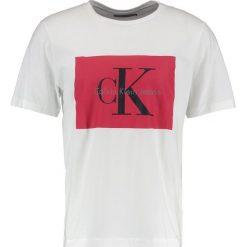 Calvin Klein Jeans TIKIMO REGULAR FIT TEE Tshirt z nadrukiem bright white. Białe koszulki polo marki Calvin Klein Jeans, m, z nadrukiem, z bawełny. W wyprzedaży za 206,10 zł.