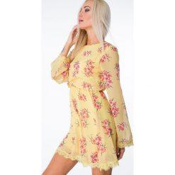 Sukienka w kwiaty z wiązaniem żółta 6754. Czerwone sukienki marki Fasardi, l. Za 84,00 zł.