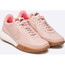 Nike Sportswear - Buty Roshe Waffle RCR NM PRM. Szare buty sportowe damskie Nike Sportswear, z materiału. W wyprzedaży za 239,90 zł.