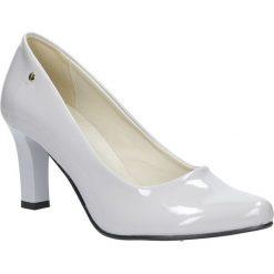 Szare czółenka lakierowane na słupku Casu 3043. Szare buty ślubne damskie marki Kazar, ze skóry, na wysokim obcasie, na obcasie. Za 78,99 zł.