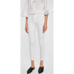 Answear - Jeansy Stripes Vibes. Białe boyfriendy damskie ANSWEAR, z bawełny. W wyprzedaży za 69,90 zł.