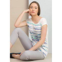 T-shirt w kolorowe paski. Szare t-shirty damskie Monnari, w kolorowe wzory, z jeansu. Za 49,95 zł.