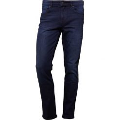 BOSS CASUAL ORANGE Jeansy Slim Fit dark blue. Niebieskie jeansy męskie marki BOSS Casual. W wyprzedaży za 349,30 zł.