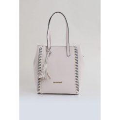 Torba z ozdobnym sznurowaniem. Szare torebki klasyczne damskie marki Monnari, z materiału, średnie. Za 99,60 zł.