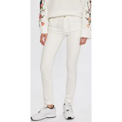 Calvin Klein Jeans - Jeansy Rise Skinny. Białe jeansy damskie rurki marki Calvin Klein Jeans, z bawełny. Za 359,90 zł.