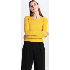 Swetry klasyczne damskie: JUST FEMALE TAMOKO Sweter warm lemon
