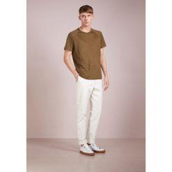 Chinosy męskie: YMC You Must Create Spodnie materiałowe ecru