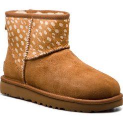 Buty UGG - W Classic Mini Idyllwild 1098072 W/Che. Brązowe buty zimowe damskie Ugg, ze skóry, na niskim obcasie. Za 799,00 zł.