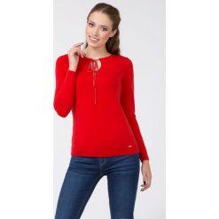 Swetry klasyczne damskie: Sweter z kokardką II