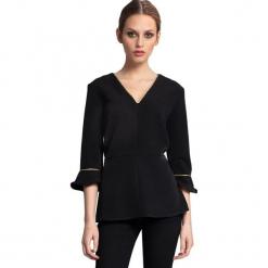 Bluzka w kolorze czarnym. Czarne bluzki damskie Almatrichi, s, z dekoltem na plecach. W wyprzedaży za 149,95 zł.