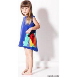 Sukienka chabrowa z kieszenią. Niebieskie sukienki dziewczęce z falbanami Pakamera, z dresówki. Za 149,00 zł.