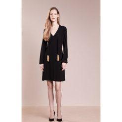 MICHAEL Michael Kors SOLID TIE  Sukienka z dżerseju black. Czarne sukienki z falbanami marki MICHAEL Michael Kors, xs, z dżerseju. W wyprzedaży za 472,05 zł.