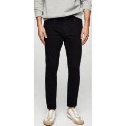 Mango Man - Jeansy Jude. Czarne jeansy męskie skinny marki Mango Man, z aplikacjami, z bawełny. W wyprzedaży za 99,90 zł.
