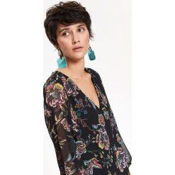 SUKIENKA DAMSKA, Z FALBANĄ, NA CO DZIEŃ, W KWIATY. Szare sukienki balowe marki Top Secret, na co dzień, na jesień, w kwiaty. Za 129,99 zł.