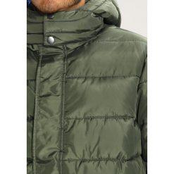 Benetton Kurtka przejściowa khaki. Brązowe kurtki chłopięce przejściowe marki Benetton, m, z materiału. W wyprzedaży za 149,50 zł.