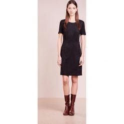 BOSS CASUAL ASUEDY Sukienka koktajlowa black. Czarne sukienki koktajlowe BOSS Casual, na co dzień, z elastanu. W wyprzedaży za 479,50 zł.