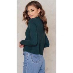 Golfy damskie: NA-KD Dzianinowy sweter z kieszenią z przodu – Green